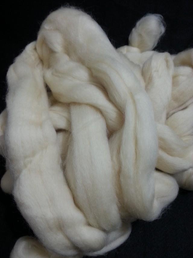 Lã de carneiro natural  cor natural crú, 29,5my